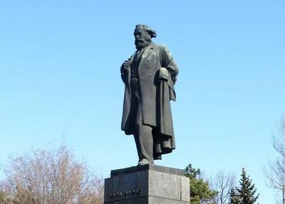 Армянская община Ростова-на-Дону узнает решение о переносе памятника Карлу Марксу в апреле