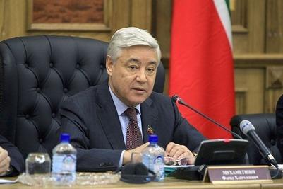 Мухаметшин призвал сельских глав присмотреться к мигрантам из-за угроз ИГ