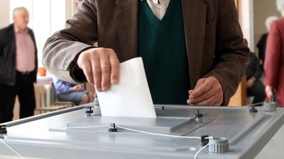 Крымские татары голосуют на выборах досрочно вопреки бойкоту Меджлиса