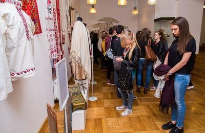 В Московском доме национальностей презентовали выставку славянских орнаментов