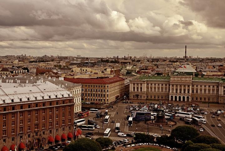 В Петербурге возобновились нападения на бордели после освобождения националиста Дацика
