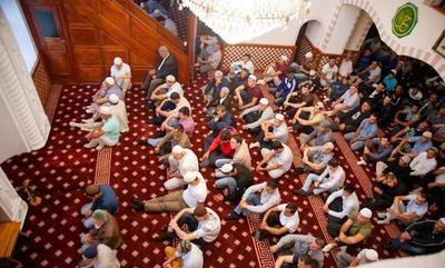 Мусульманам Крыма разрешили коллективно молиться в масках и с ковриками