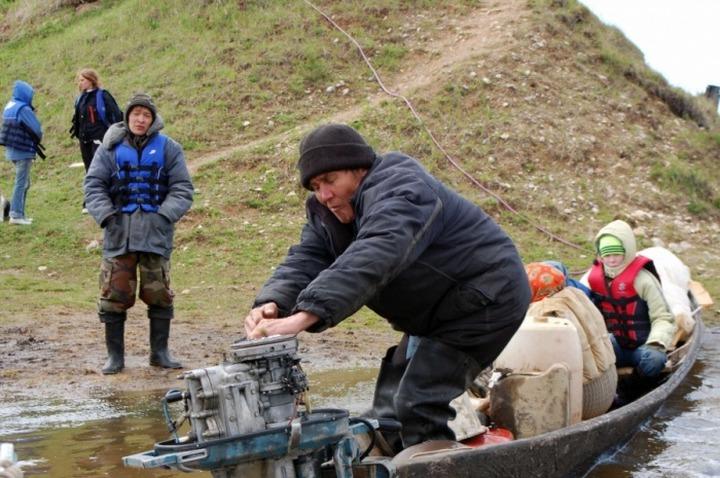 После трагедии в Свердловской области россияне собрали деньги на спасательные жилеты для манси