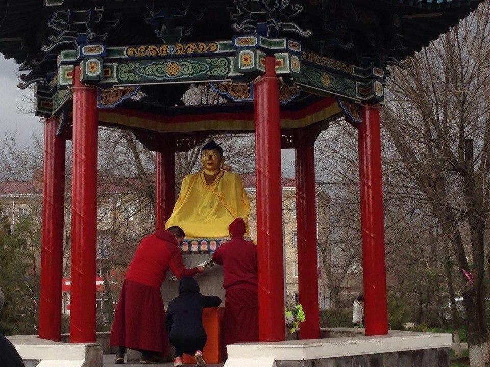видео осквернения статуи будды в элисте это касается людей