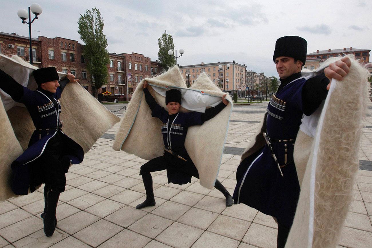 чеченские танцоры