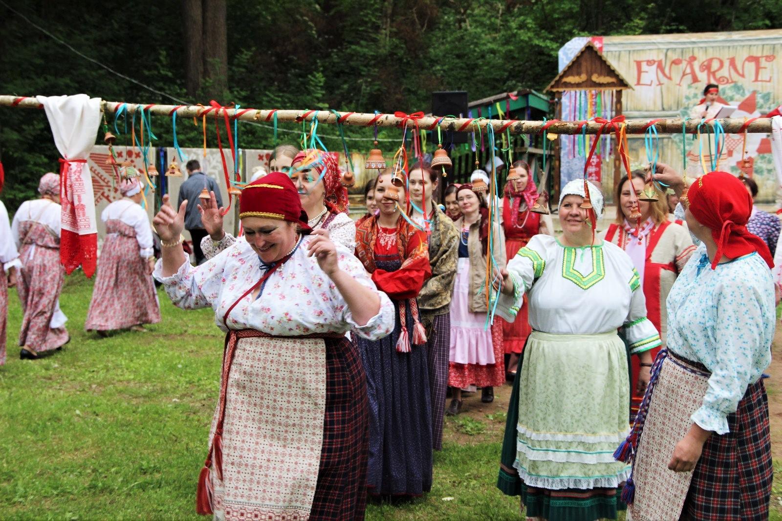 Гостям вепсского праздника