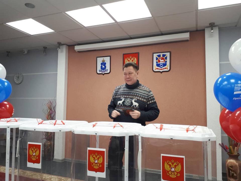 Глава АКМНСС и ДВ на выборах
