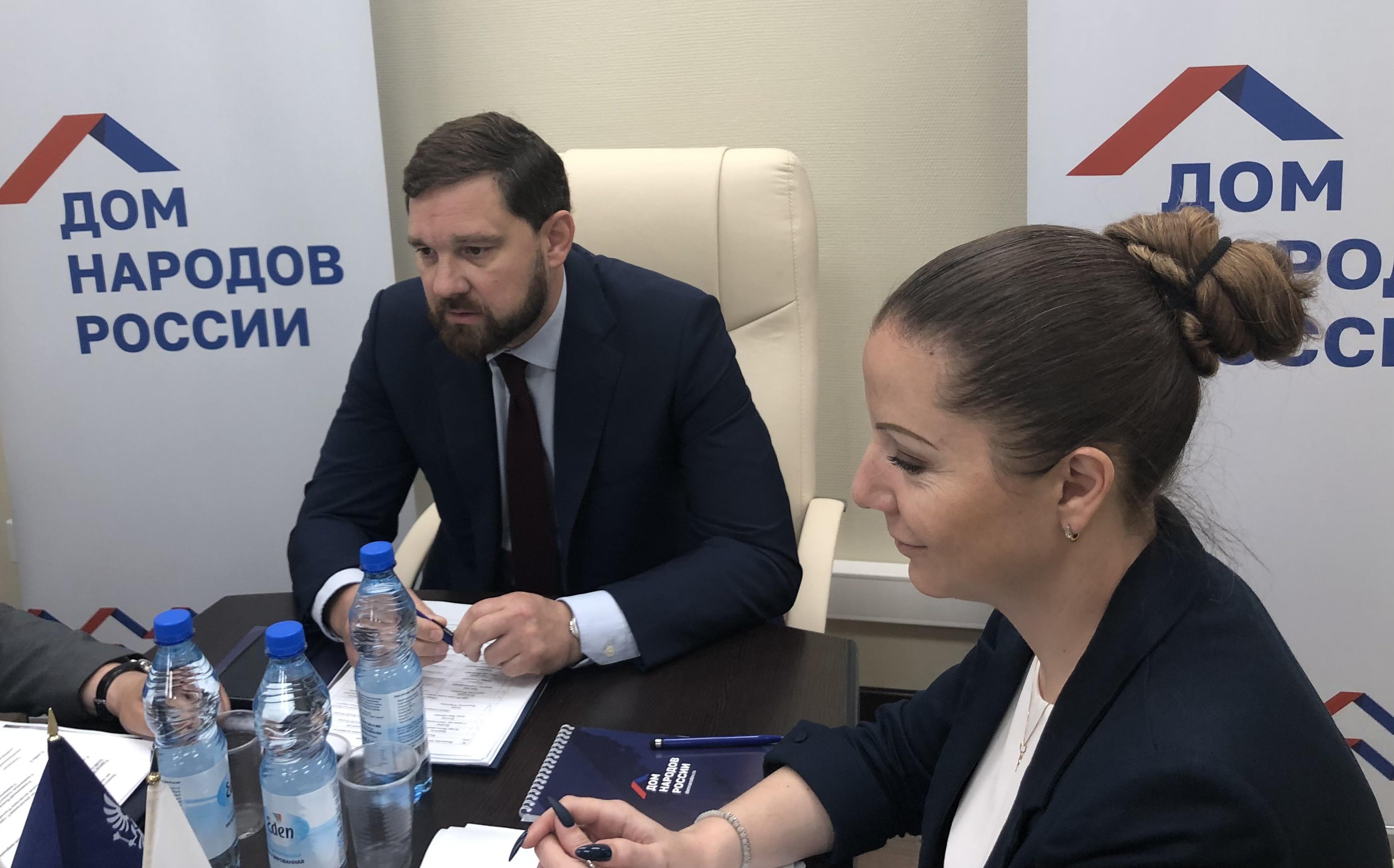 Глава ФАДН Игорь Баринов и статс-секретарь Анна Котова