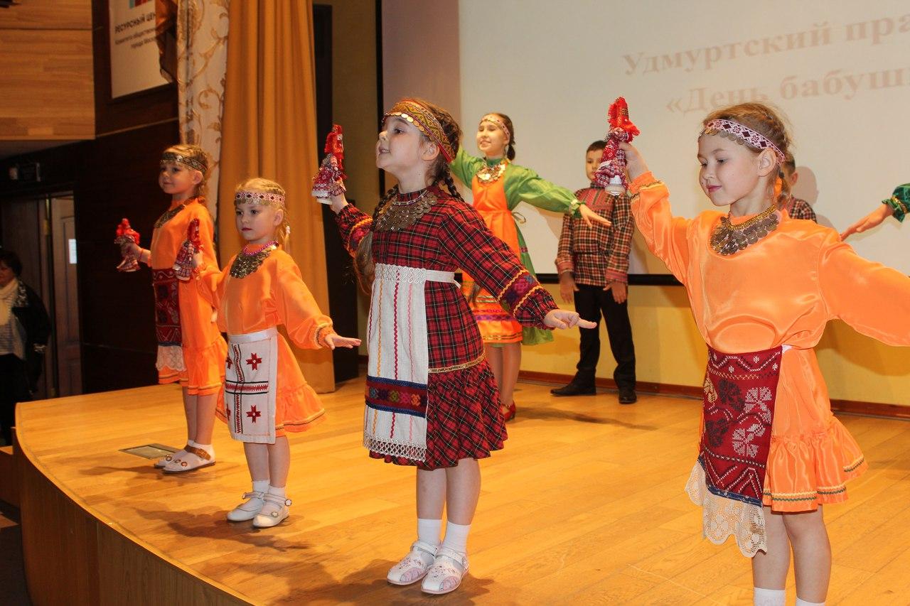 Танец на День бабушки