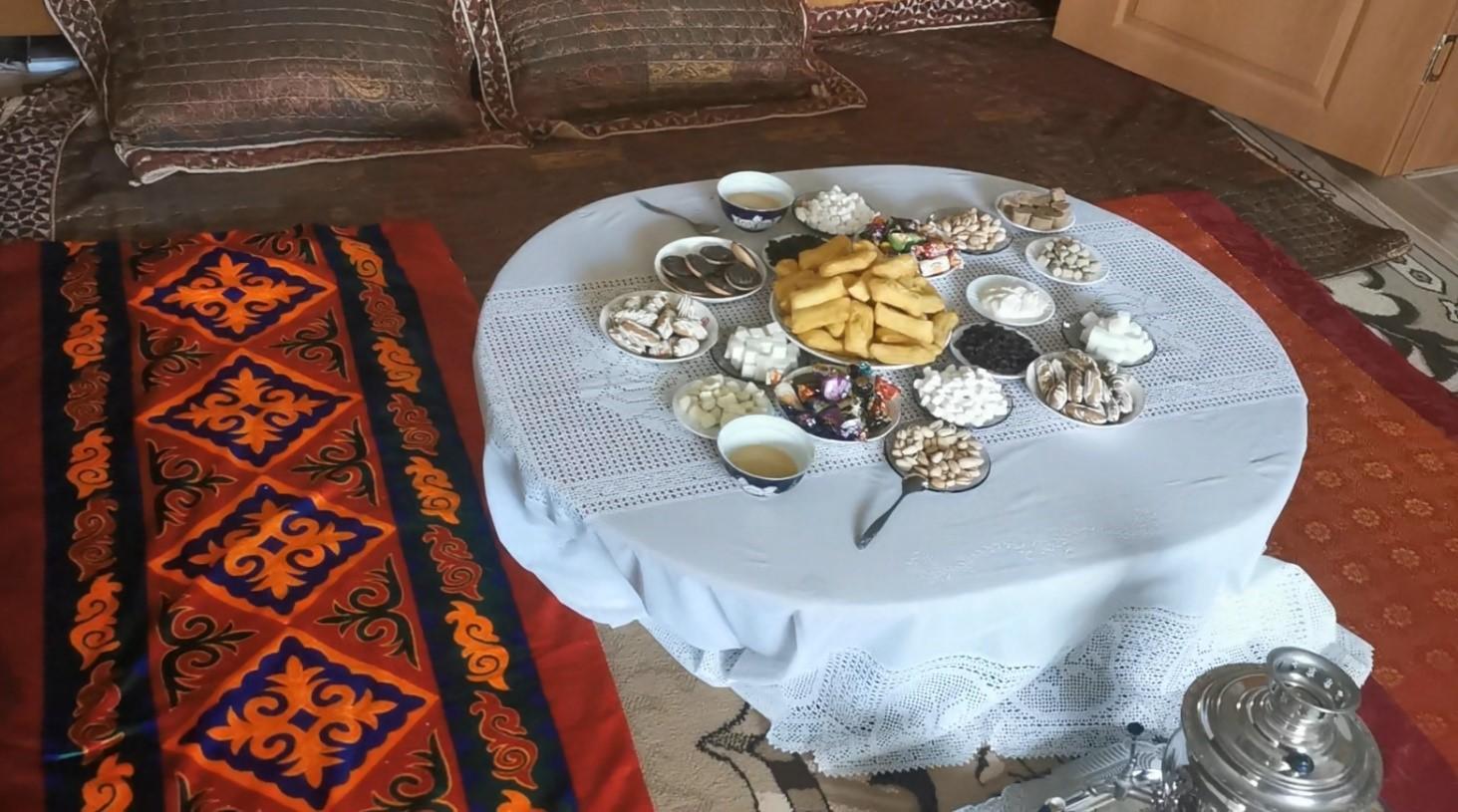 Дастархан - круглый стол