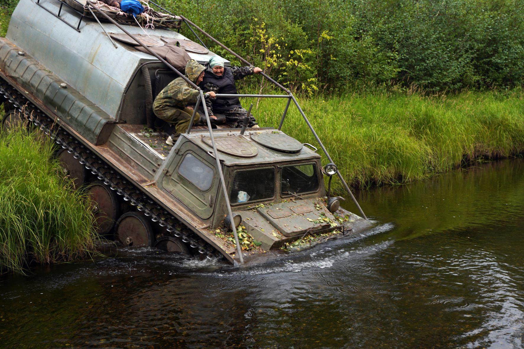 Переправа через таежную реку