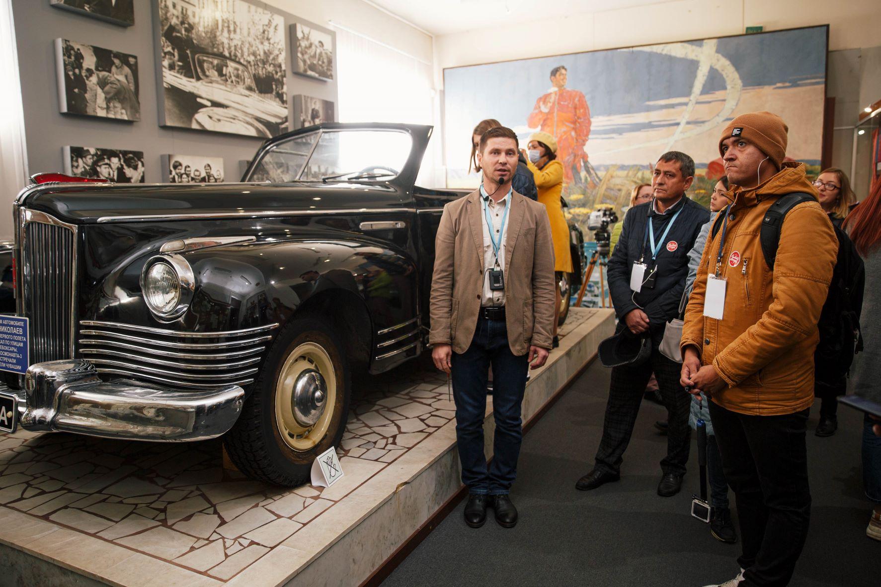 Казанцы Марат Гумеров и Рамиль Шайдуллин в Музее космонавтики