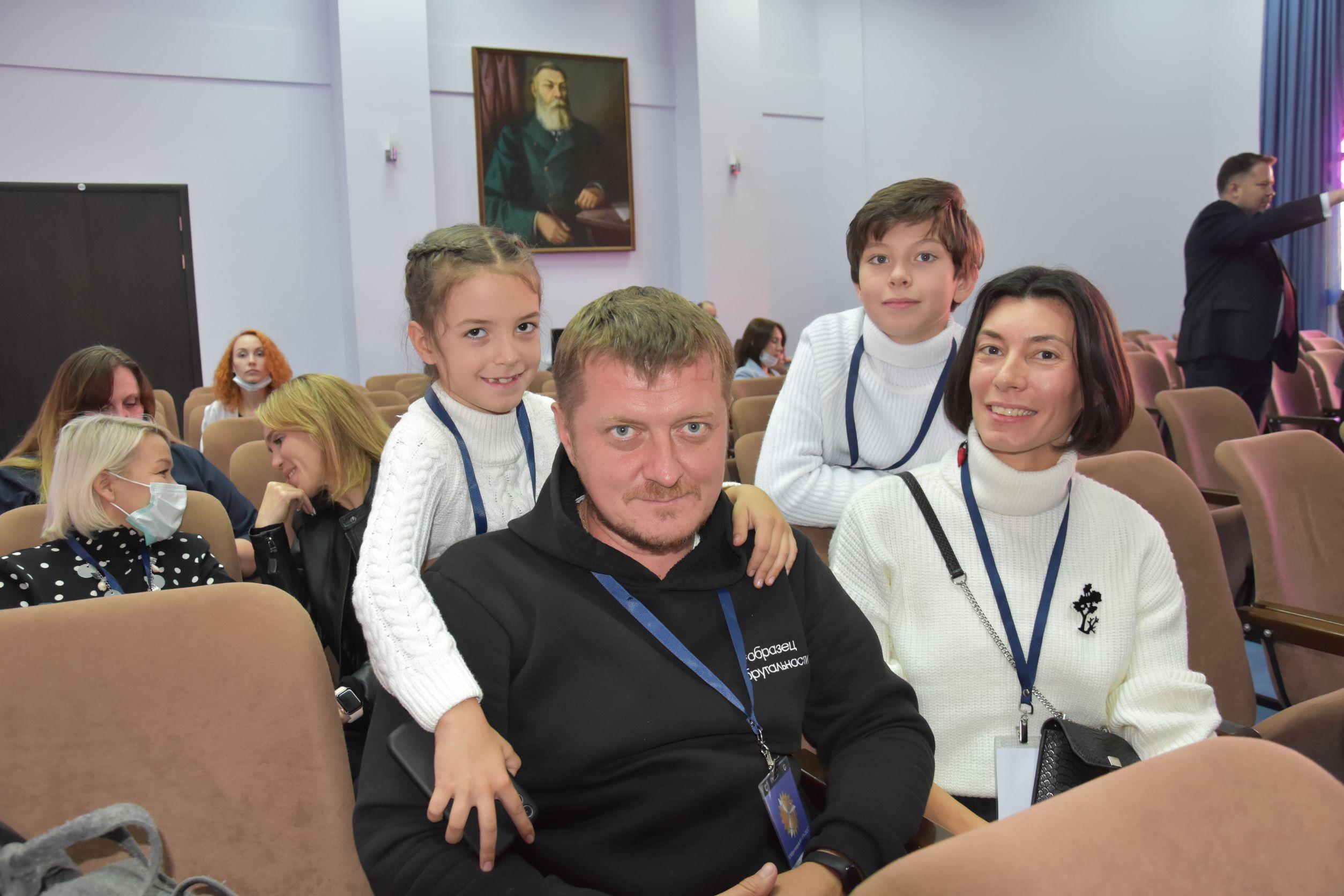 Мария Карманова, Вячеслав Соленков с детьми (Саратов)